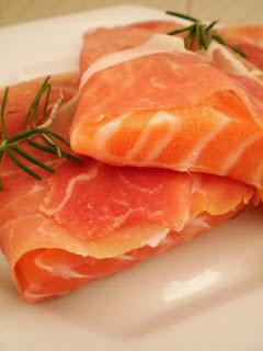 Oncologista revela que salmão faz parte do hall de alimentos cancerígenos