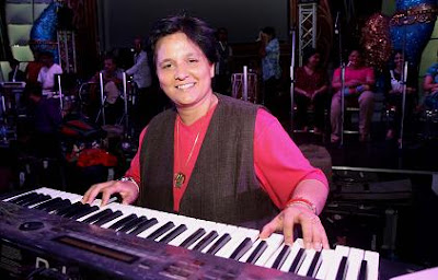 Dandiya queen Falguni Pathak rehearses at Goregaon Sports Club