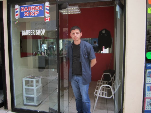 Barber Shop In Spanish : Mexico Daily Living: Barber Miguel Diaz in the Bugambilia Plaza