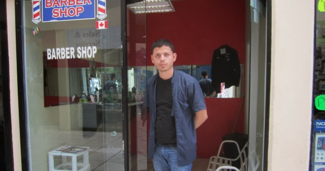 Mexico Daily Living: Barber Miguel Diaz in the Bugambilia Plaza