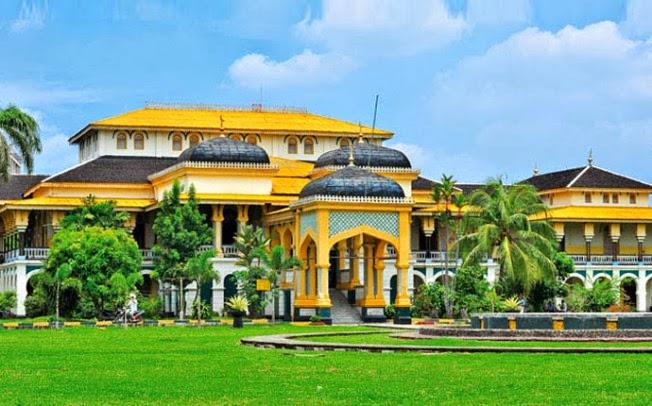 Gambar Istana Maimun di Medan