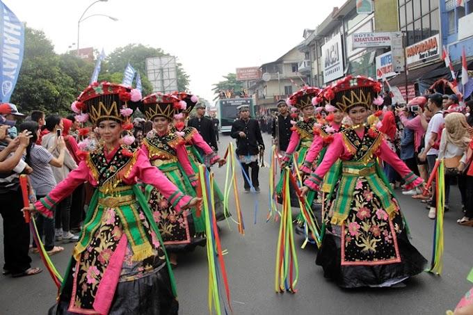 Ayodya Pala Tampil Memukau di Karnaval Khatulistiwa Pontianak