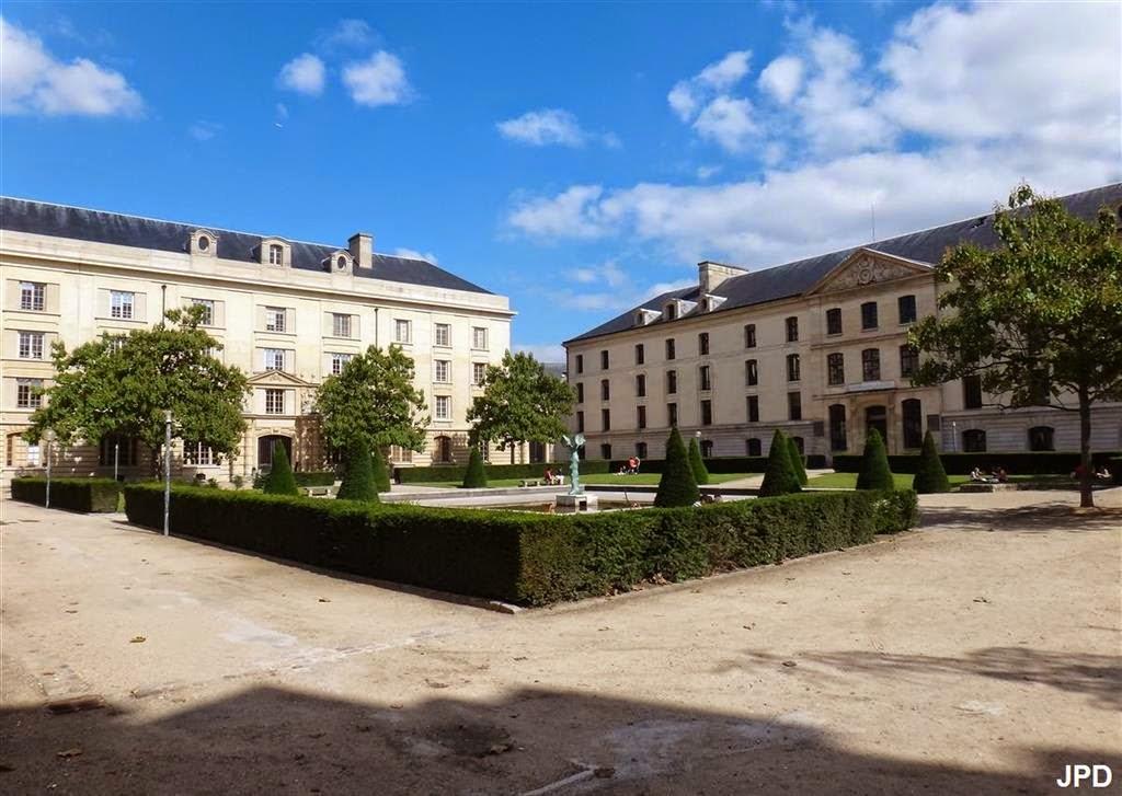 Jardin Carre Ou De LEcole Polytechnique