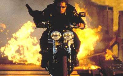 'Missão impossível 2' (2000)  Motos: Triumph Daytona 955i /Triumph Speed Triple 955i   Atores: Tom Cruise e Dougray Scott