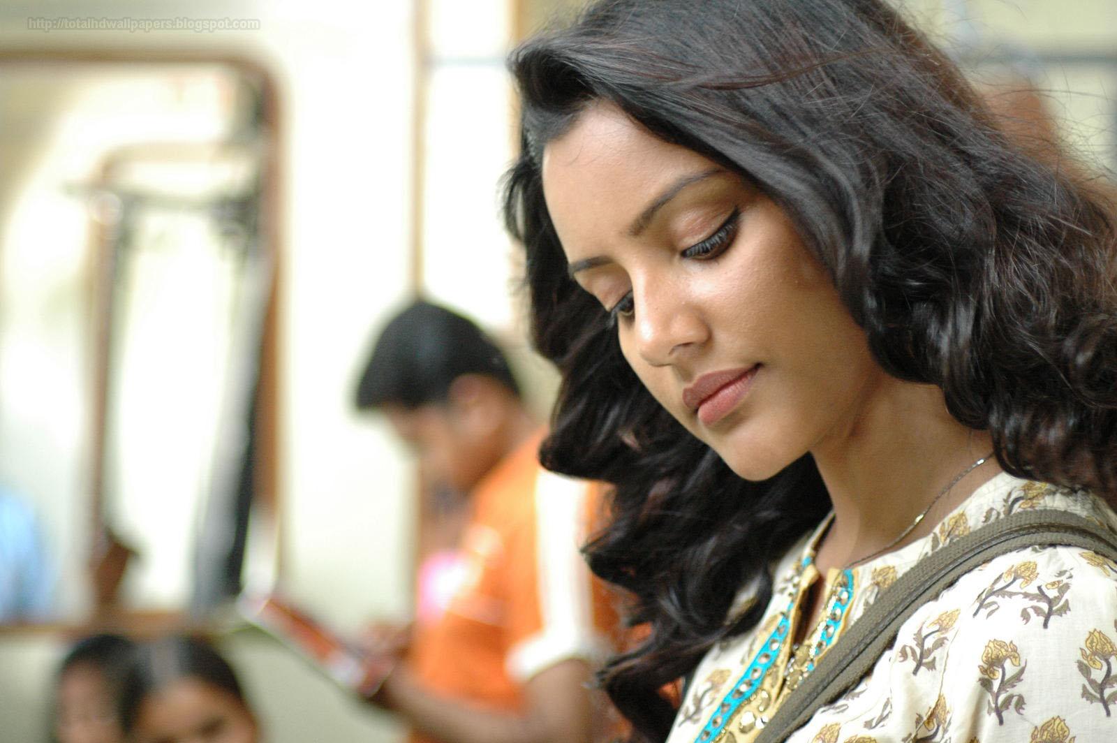 Priya Anand HD Wallpapers