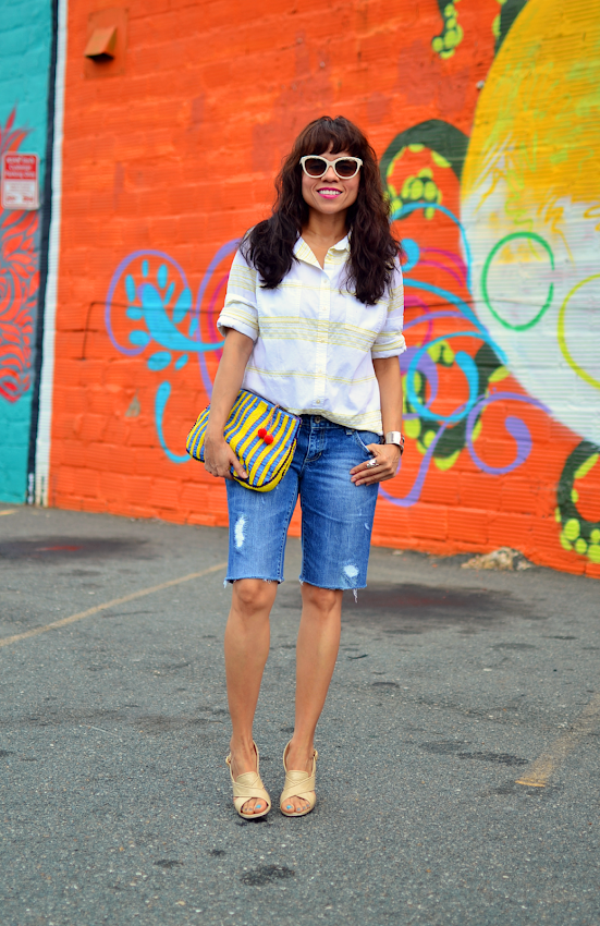 Outfit with denim bermudas
