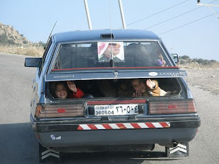 funny pictures passengers in the car trunk