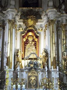 Maryi Królowej Różańca Świętego, powierzam siebie i wszystkich w moim sercu.