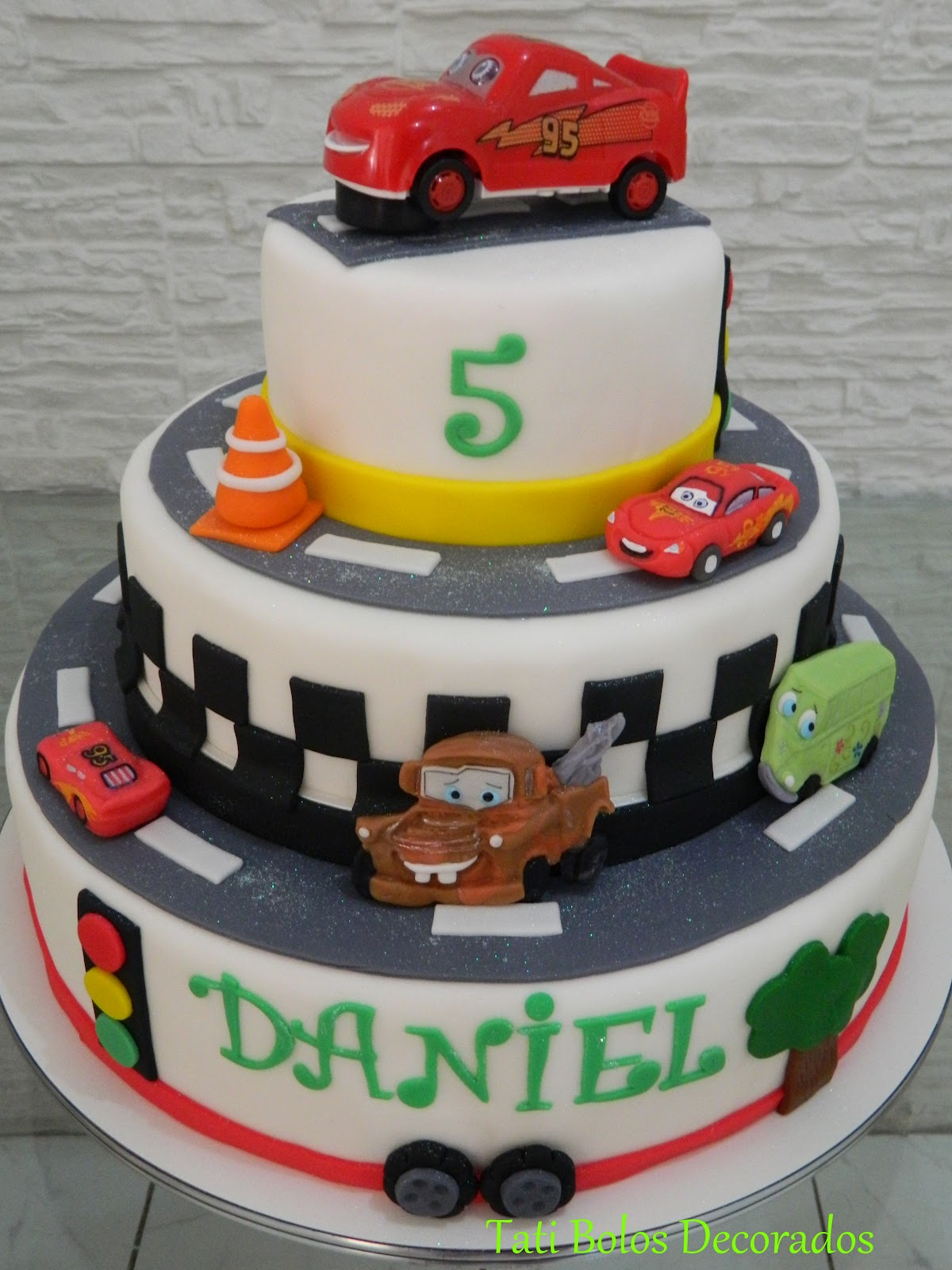 Goldilocks Cake Cars Design : Bolo Carros Disney
