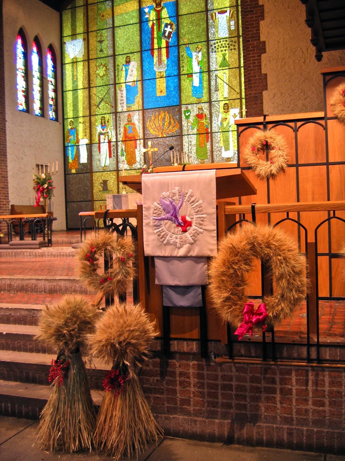 Beautiful Fall Church Wedding Decoration Ideas