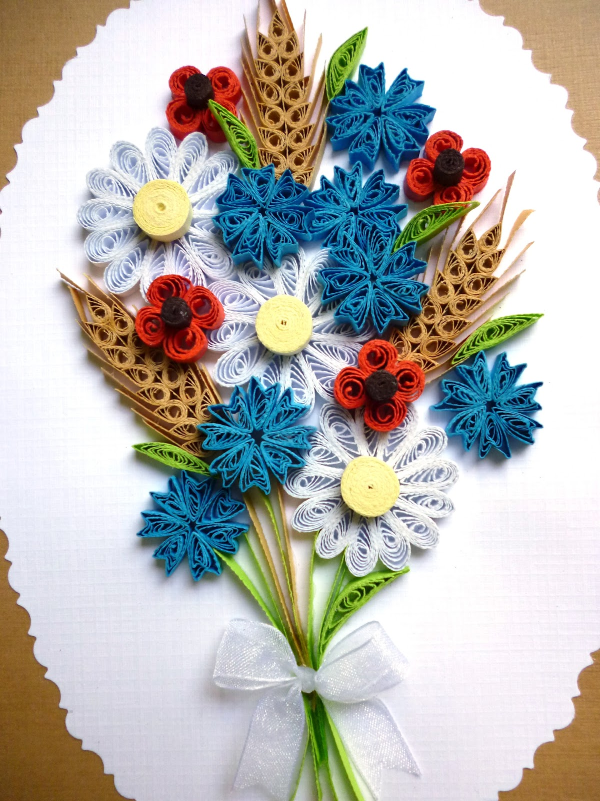 Pap rvil g vir gos dv zlet quilled flower card for Quilling patterns