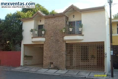 fachada mexicana con doble cochera