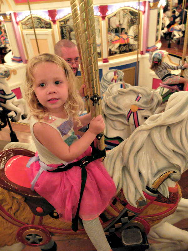 Sweet Turtle Soup: [Aria's Disney Birthday Trip] Disney Trip #19, Day 3 - Magic Kingdom & Cinderella's Royal Table