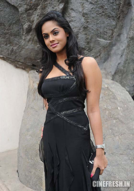Karthika New Hot Stills Karthika New Hot Photos cleavage