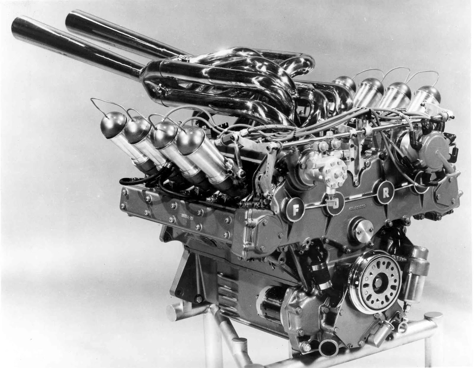 Mechanical Porn From Ford on 1965 indy cars