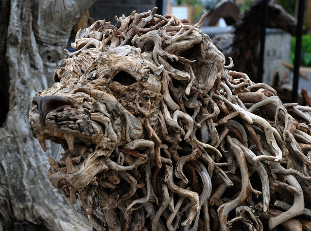 Esculturas de Animais feitas com galhos e troncos resgatados por James Doran-Webb