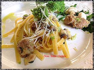 fettuccine con broccolo romanesco funghi e salsiccia