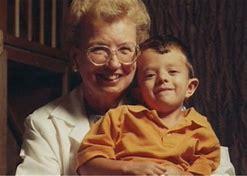 ヌーナン博士 (89、 左) と「ヌーナン病」 小児患者 (右、「キューピー」ちゃん )。