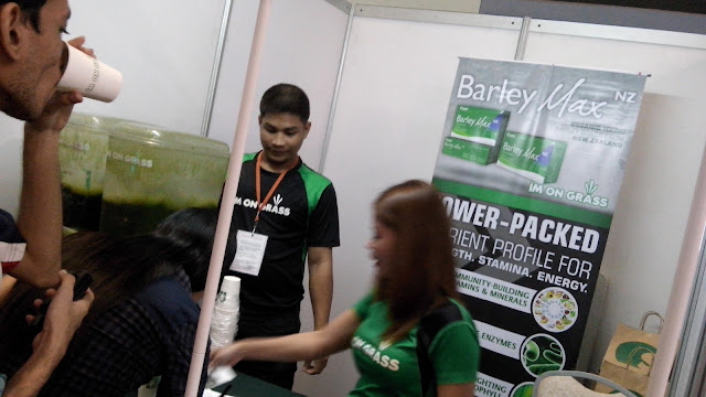 During Bloggys which was held as of this writing, October 21, 2015 in SMX Taguig, one of the brands there was Sante Barley Max NZ. I love things health-related so it is one of the interesting booths for me.