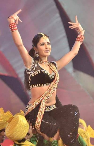 Bollywood Actress Katrina Kaif Navel Show Photos