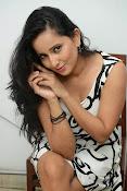Ishika singh sizzling pics-thumbnail-8