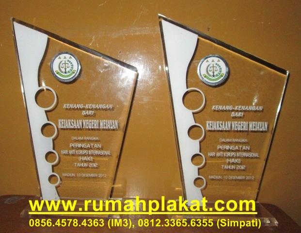 plakat kenang-kenangan, piala akrilik marmer, trophy akrilik murah, 0856.4578.4363, www.rumahplakat.com