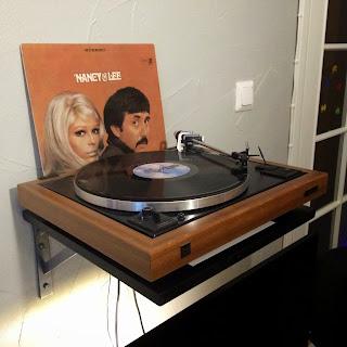 Dual 505 levysoitin ja Nancy & Lee -levy