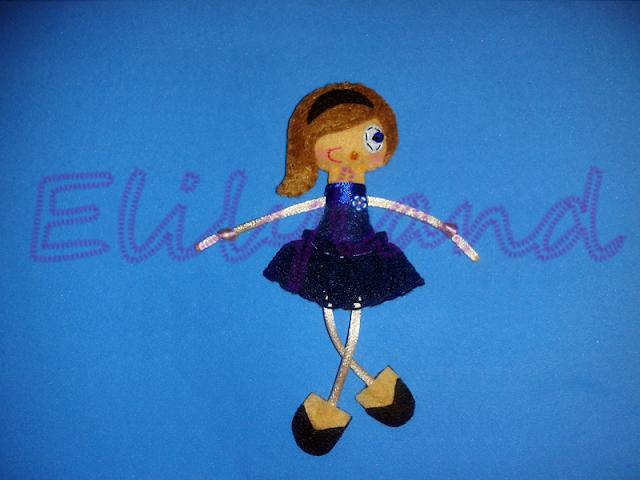 Mini-Elily Muñeca Broche Fieltro Azul Pelo Largo