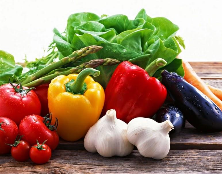 Se a alimentação vegana é saudável e natural, por que os veganos precisam suplementar B12?