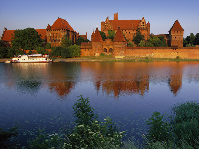 Travel, Museums, Top Places on Earth, Free Tour, Best Attractions, Budget Travel, New York, Hong Kong,  Germany, Paris, Italy, Poland, Buenos Aires, Missouri, Sydney,  Istanbul, London, Vatican, Malbork Castle