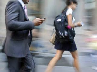 Utilizar el móvil andando