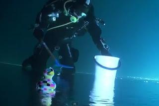 Memancing ikan di bawah ais