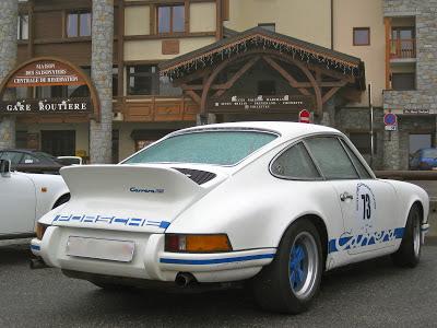 Il y avait du beau monde à la Savoie Classic... une 2,7 RS... que c'est beau!