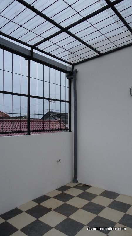 a contoh atap awning polycarbonate untuk area jemur dak atas