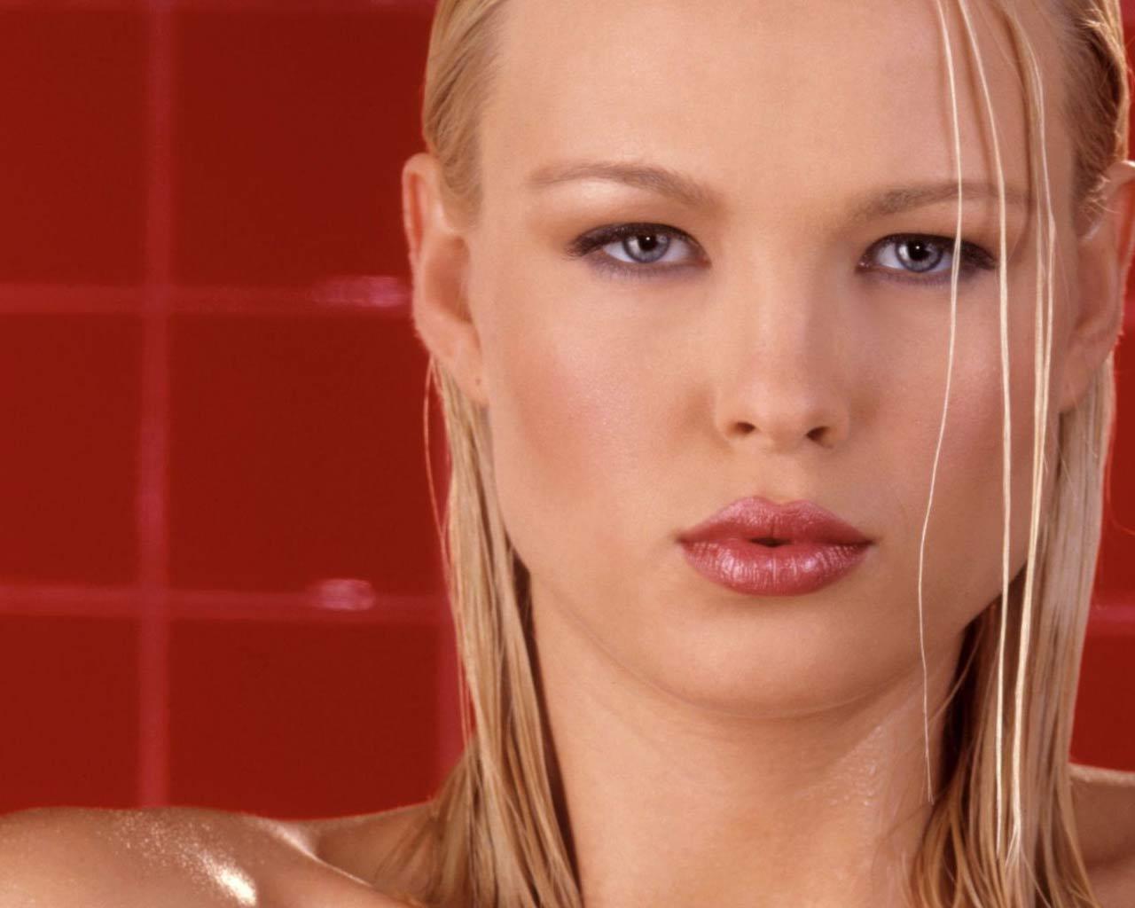 http://2.bp.blogspot.com/-J_MWFhYJEWg/TZDdc3EYdkI/AAAAAAAAMWs/tJ9_70rX68s/s1600/russian-star-Irina-Voronina-wallpaper%2B%25283%2529.jpg