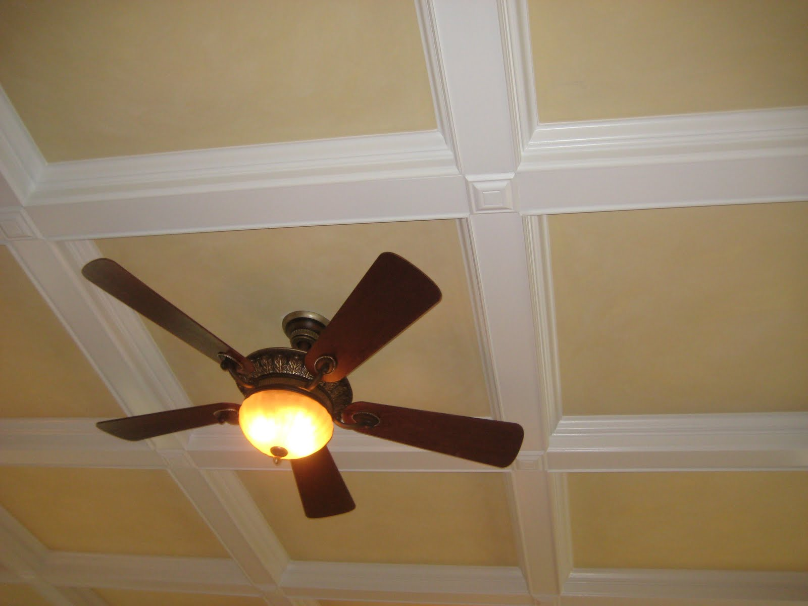 Pic new posts wallpaper on a ceiling - Wallpaper on ceiling ideas ...