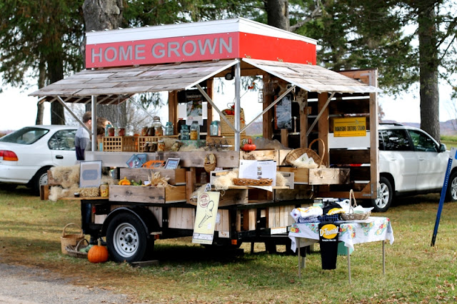 Mobile road-side culture farm stand