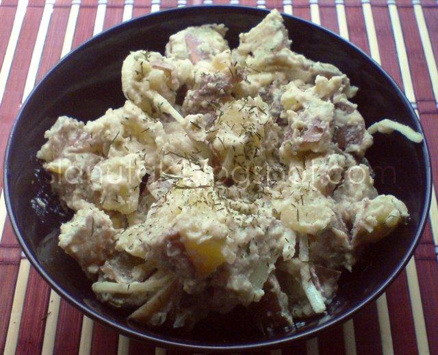 Krumpir salata s kremastim dressingom; vrhnje od indijskih oraščića (C) Enola Knezevic 2012