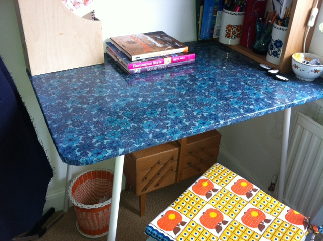 Clever Doris Oilcloth projects not just for tabletops : photo6 from cleverdoris.blogspot.co.uk size 640 x 478 jpeg 153kB