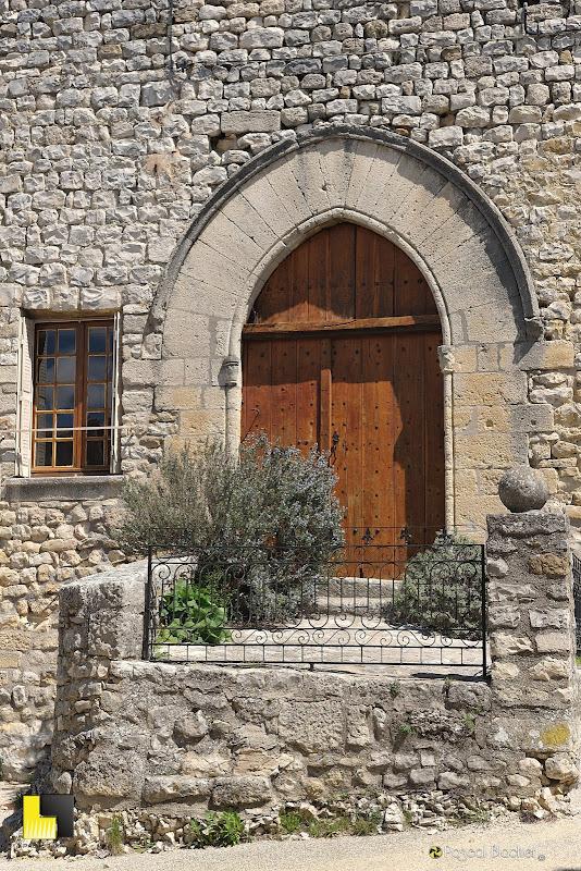 la porte du château d'aurel photo pascal blachier au delà du cliché