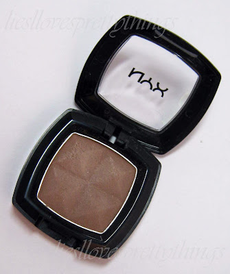 NYX True Taupe eyeshadow