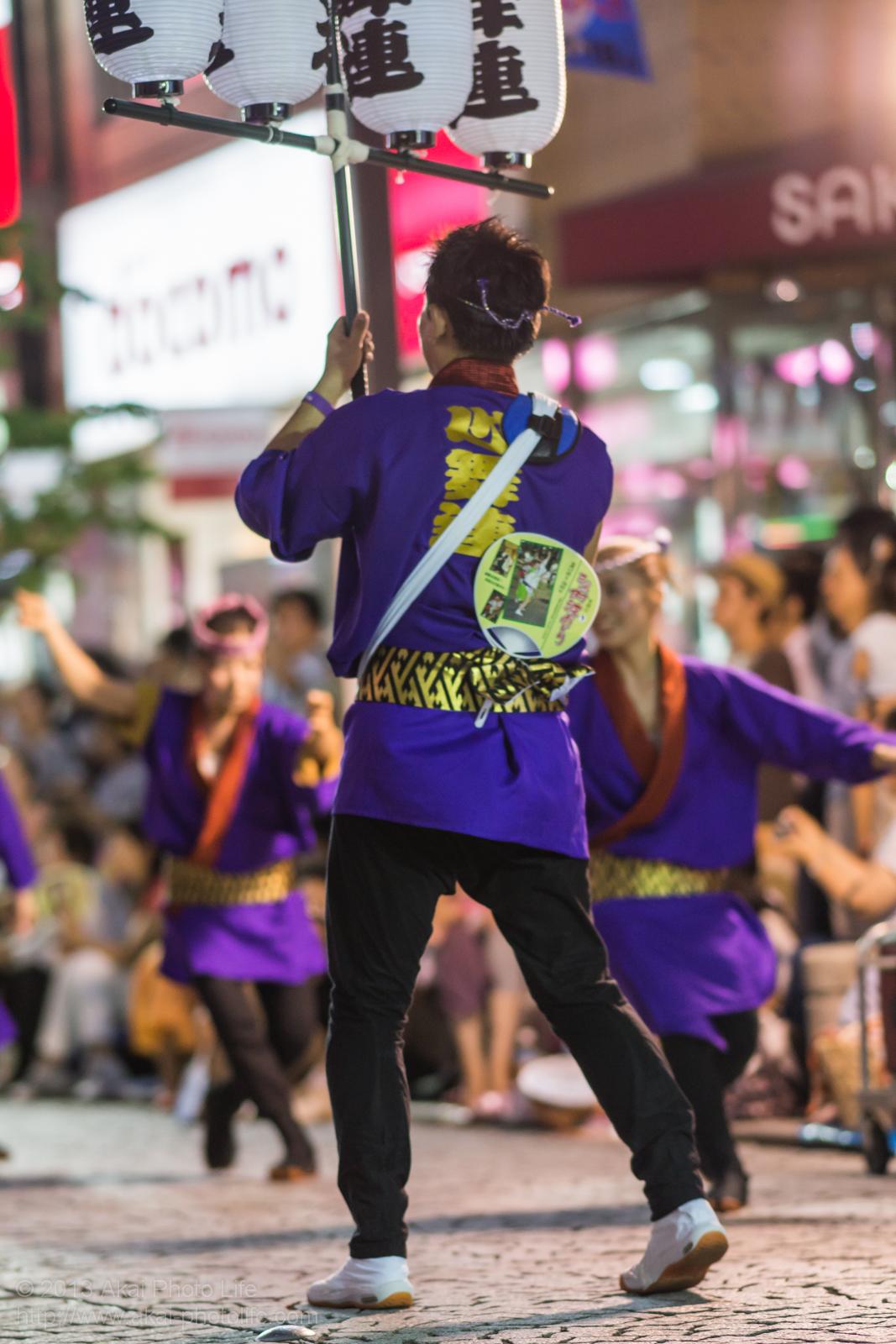三鷹阿波踊り 心舞連の高張提灯持ち手