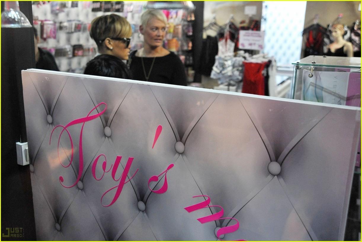 Rihanna Sex Shop Visit rihanna 11868025 1222 817 SEX EDUCATION IN SCHOOLS