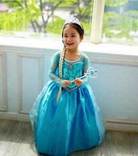Foto bayi perempuan pakai dress elsa frozen