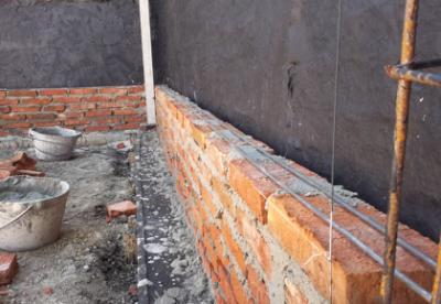 El maestro de obras xavier valderas construir un muro de for Ladrillos para piletas