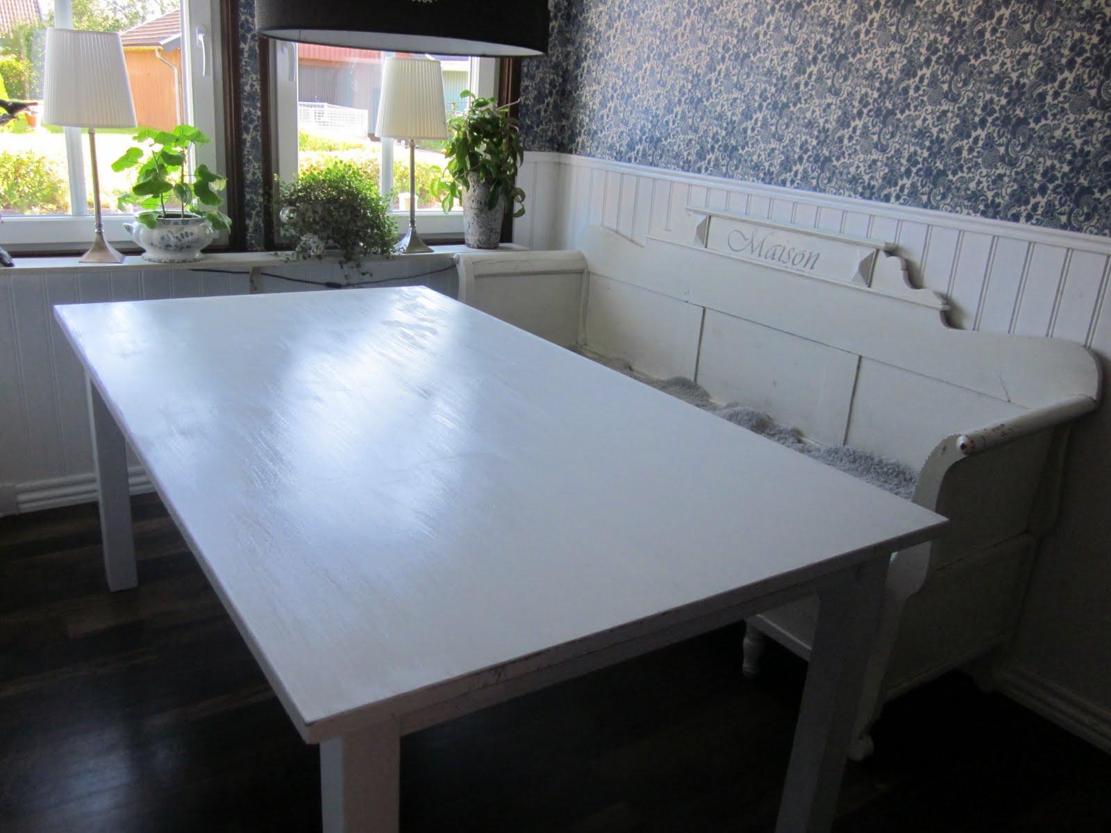 Moderna Koksbord : vitt koksbord  Ovalt koksbord, skiva i vitt och ben i krom, som