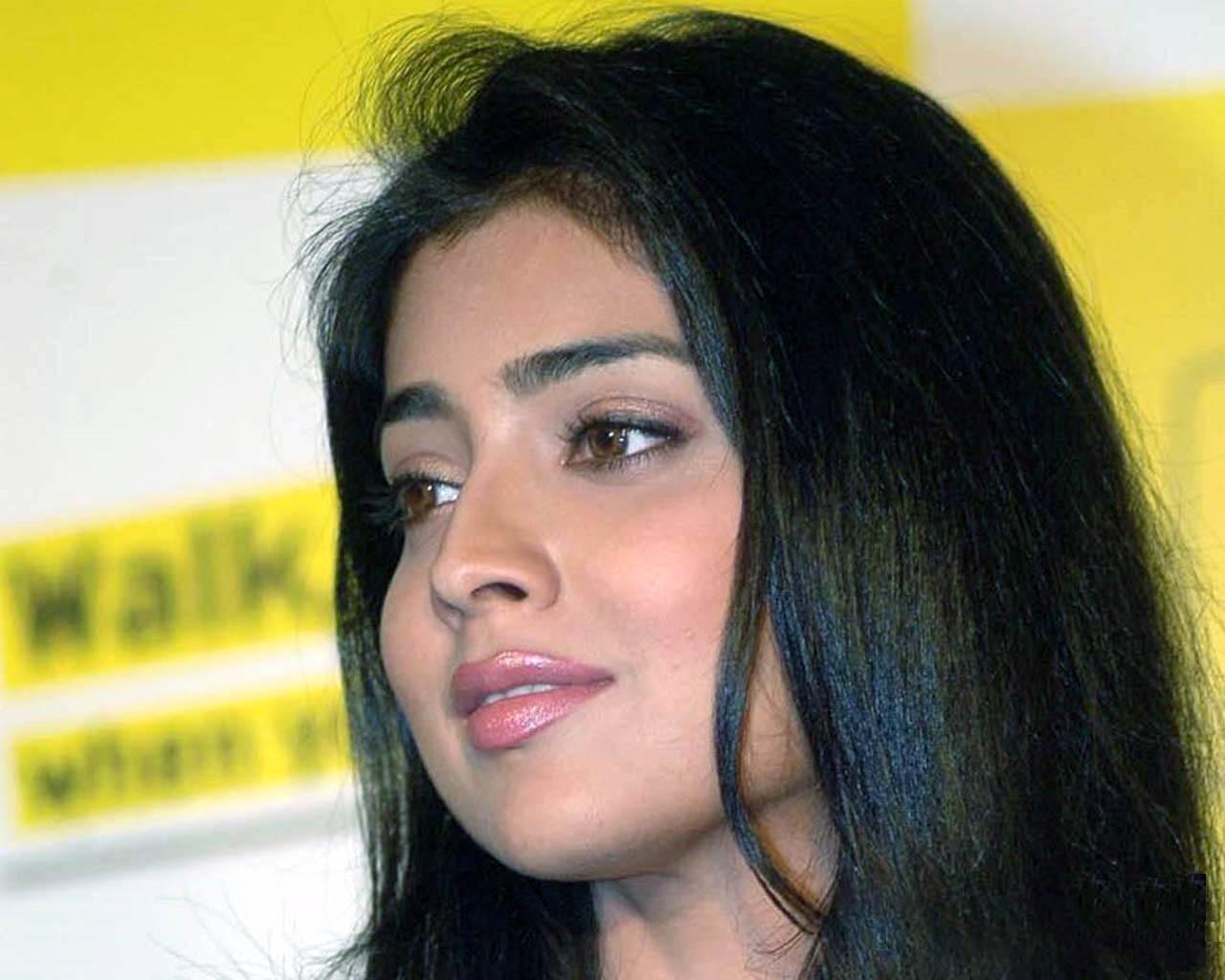 http://2.bp.blogspot.com/-JakZ4GnAJWs/TXDgNHVfUvI/AAAAAAAADzI/rq7WF0dKNyk/s1600/ShriyaSaran.jpg