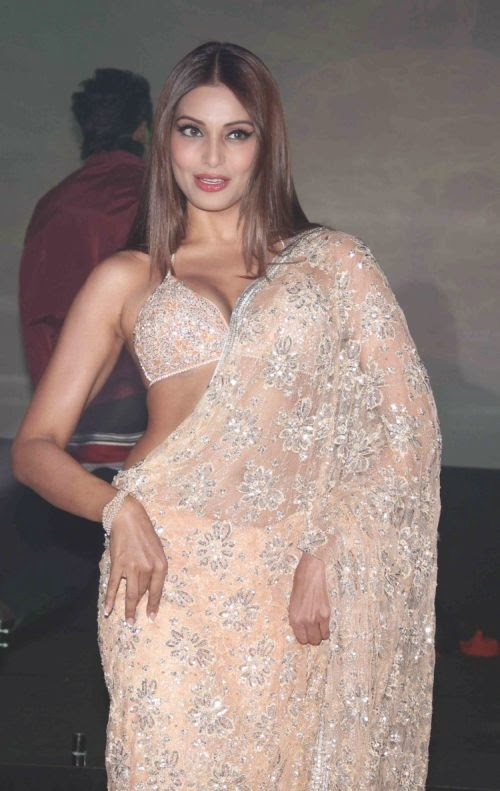 Bipasha Basu Bikini Blouse Low Waist Saree Photos