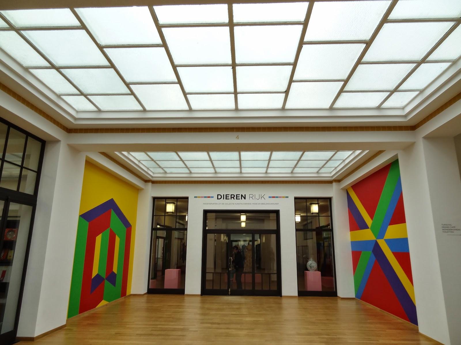 И, пожалуй, из всех галерей современного искусства что мне довелось посетить муниципальный музей гааги произвел самое