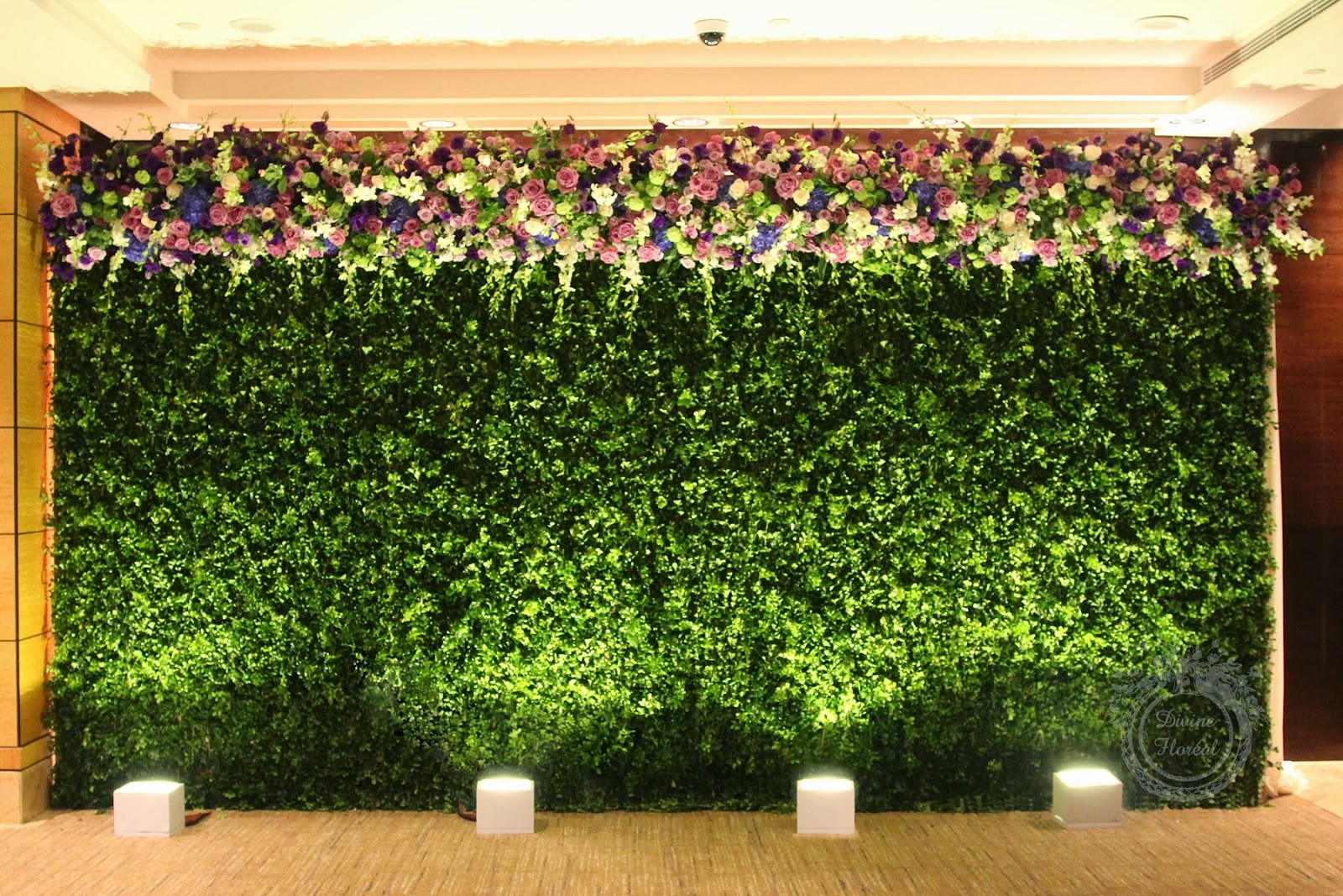 Flower Power 15 Awesome Wedding Flower Walls Lots of love Susan